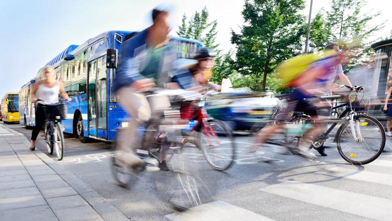 Românii sunt îndemnați să renunțe la mașini în zilele de vineri și să aleagă transportul în comun sau bicicleta
