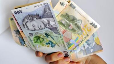 Salariul mediu net a scăzut în ianuarie față de decembrie