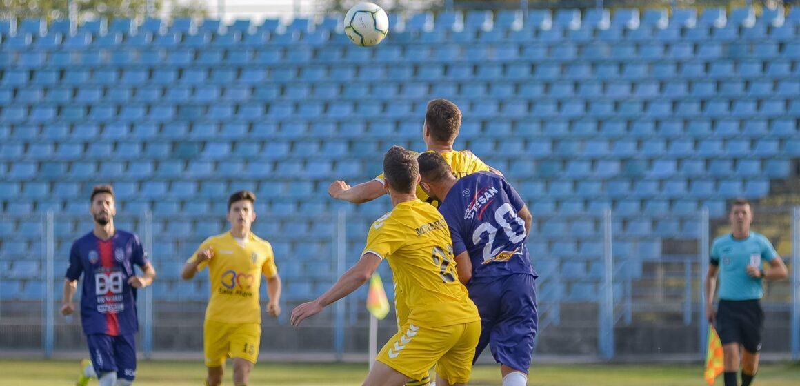 Fotbaliștii de la Minaur au învins Luceafărul la Oradea și s-au apropiat la un punct de lider, pe care îl întâlnesc în etapa viitoare
