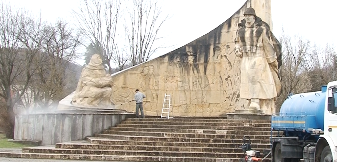 VIDEO | Autoritățile s-au autosesizat și au primenit monumentul