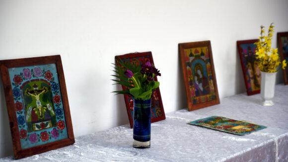 VIDEO | Expoziție de icoane pe sticlă la Centrul Cultural Sighetu Marmației
