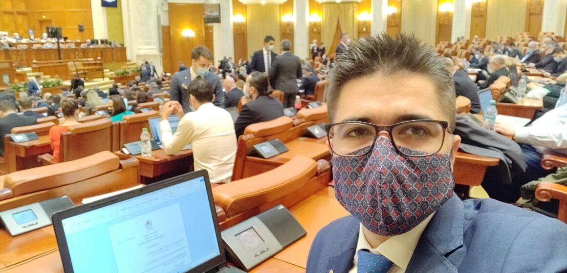 """VIDEO   Brian Cristian, deputat USR PLUS: """"Nu vreau să încasez bani pentru zilele în care nu sunt activități în Parlamentul României!"""""""