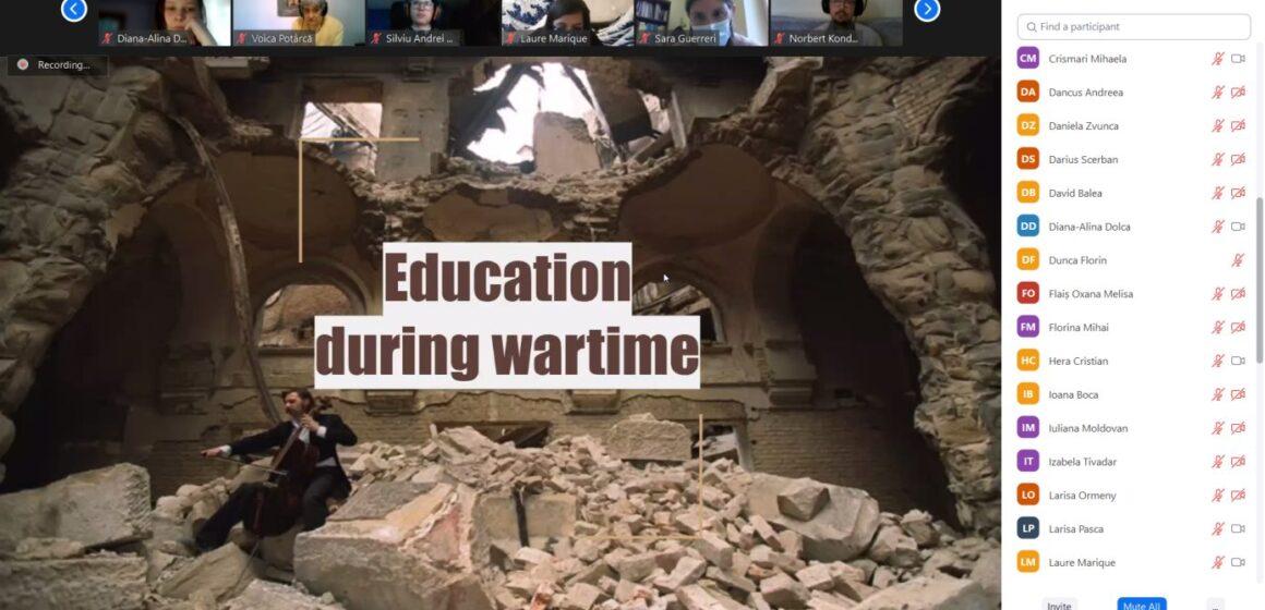 """VIDEO   """"Învățând din istoria secolului 20 – Tineri de azi faţă în faţă cu tineri de ieri""""- workshop pe teme de istorie"""