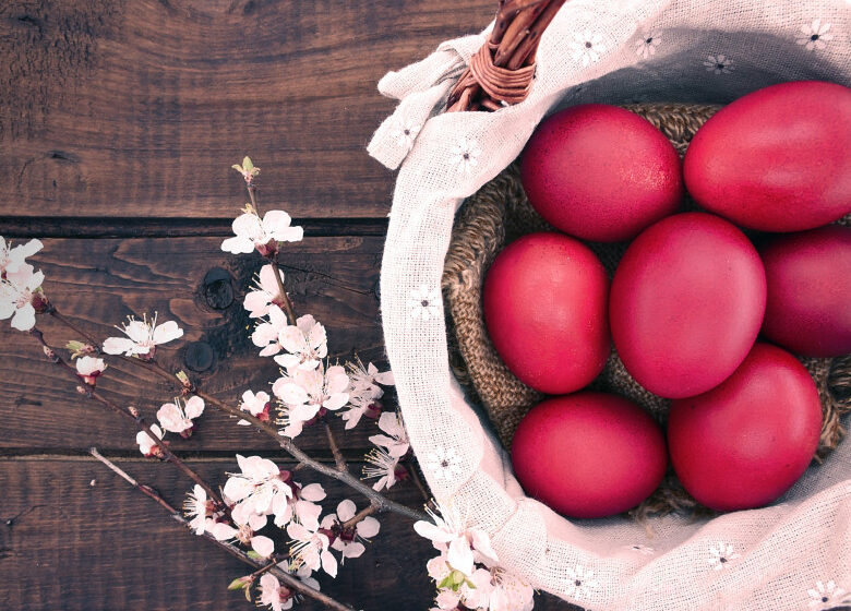 Cum să fierbi ouăle de Paște fără să le spargi