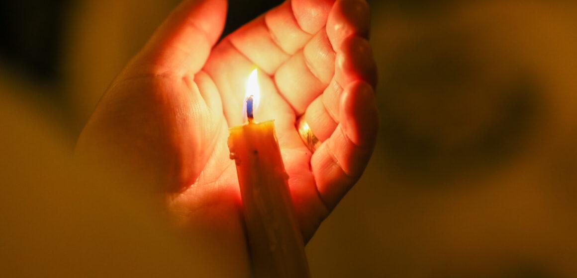 VIDEO | Lumina Sfântă de la Ierusalim va ajunge și în acest an în bisericile din Maramureș