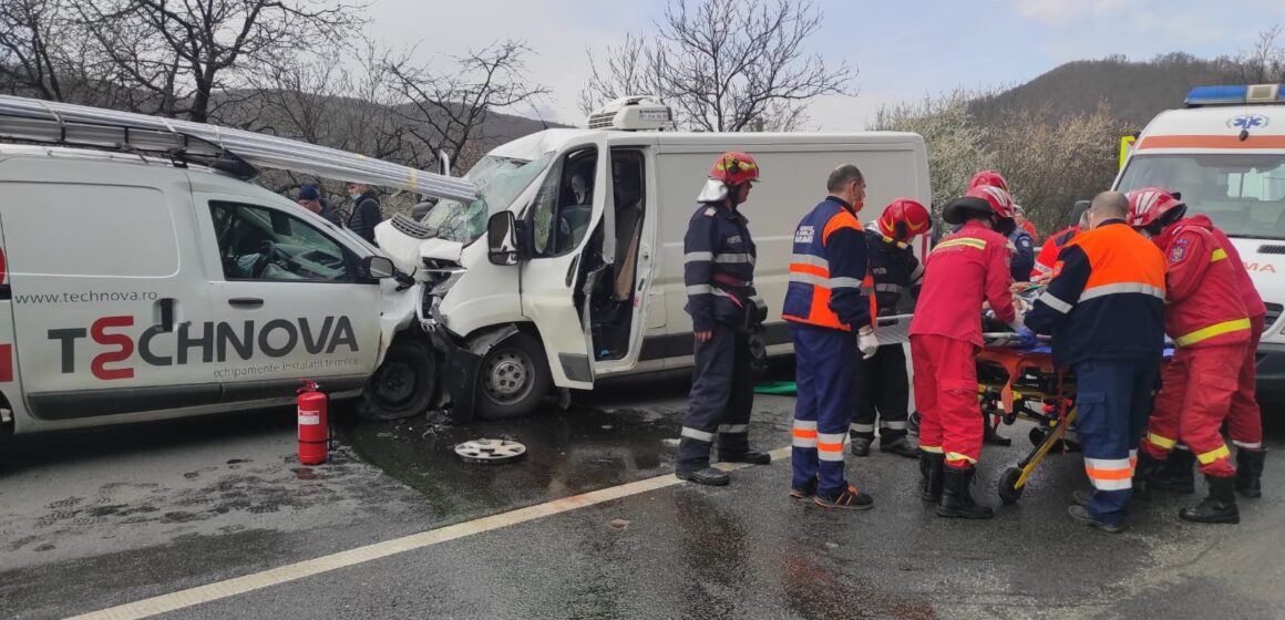 VIDEO   ( FOTO ) Accident grav la intrarea în Sighet. Două persoane au fost rănite
