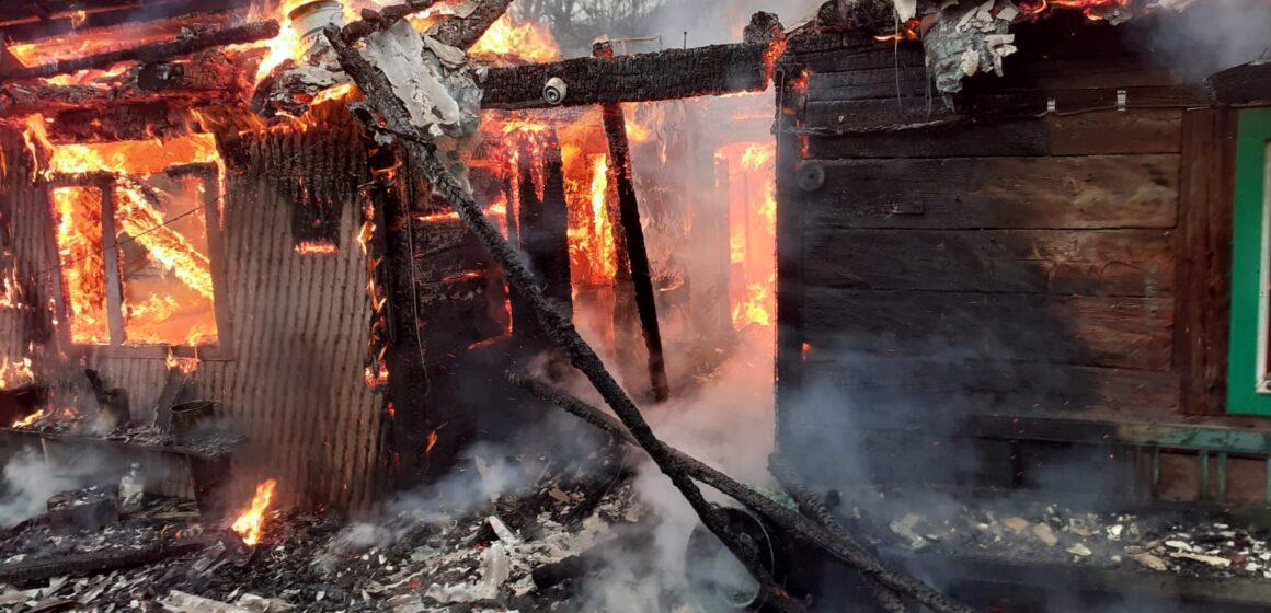 VIDEO | VIȘEU DE SUS: 3 persoane au murit după ce casa le-a fost cuprinsă de flăcări