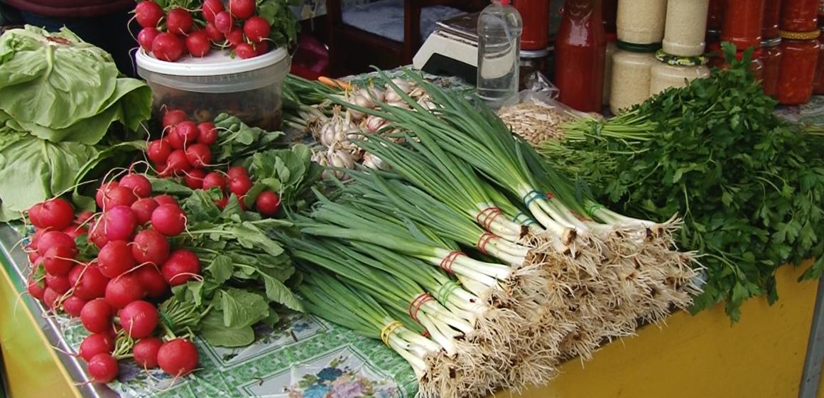 VIDEO   Tarabele din piețe sunt pline de legumele specifice primăverii