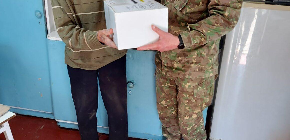 VIDEO | Militarii maramureșeni au oferit pachete cadou veteranilor de război