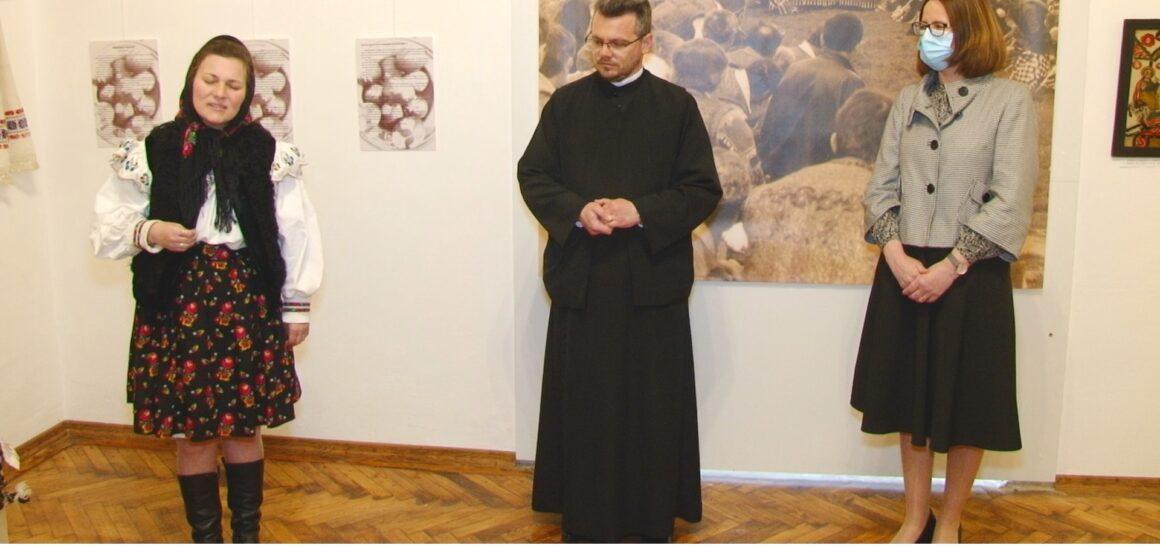 """VIDEO   """"Rânduiala Paștelui""""- expoziție despre credințe, tradiții și obiceiuri de Paști, la Muzeul Etnografic din Sighet"""