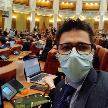 VIDEO| Brian Cristian, deputat USR PLUS, atrage atenția în Parlament asupra declinului fenomenului sportiv din România