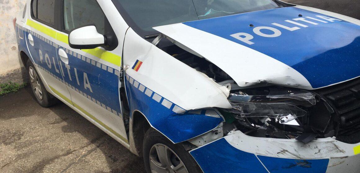 VIDEO | Urmăriri în trafic. Autospeciala poliției a fost avariată
