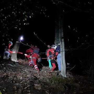 VIDEO | Acțiune de amploare pentru salvarea a 10 turiști ajunși într-o zonă dificilă, lângă barajul Firiza