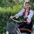 VIDEO | ACTIVITATE INEDITĂ: Cu ia pe bicicletă