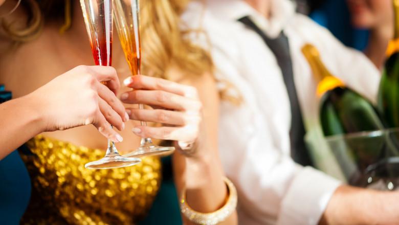 VIDEO   Noi măsuri de relaxare de la 1 iulie. Mai multe persoane la evenimentele private. Cluburi și restaurante deschise până la 2 noaptea