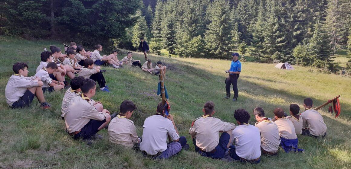 Cercetași în tabără la Cavnic alături de jandarmii montani