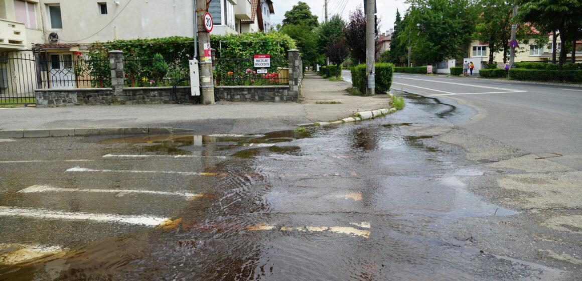 Vital   Avarie la rețeaua de apă pe strada Victoriei din Baia Mare