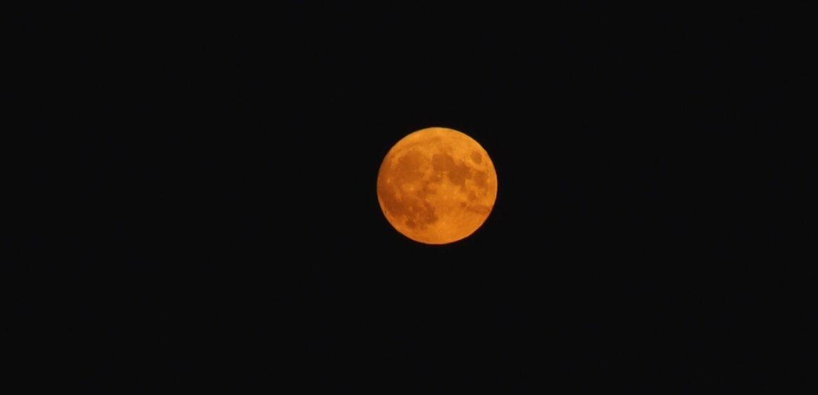 Video | Cum e cu Luna și culorile ei