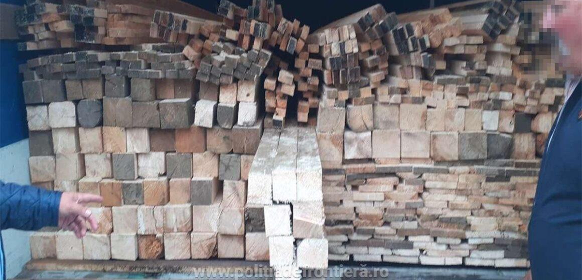 Căra lemne pentru care nu avea acte ascunse în spatele unor navete de bere
