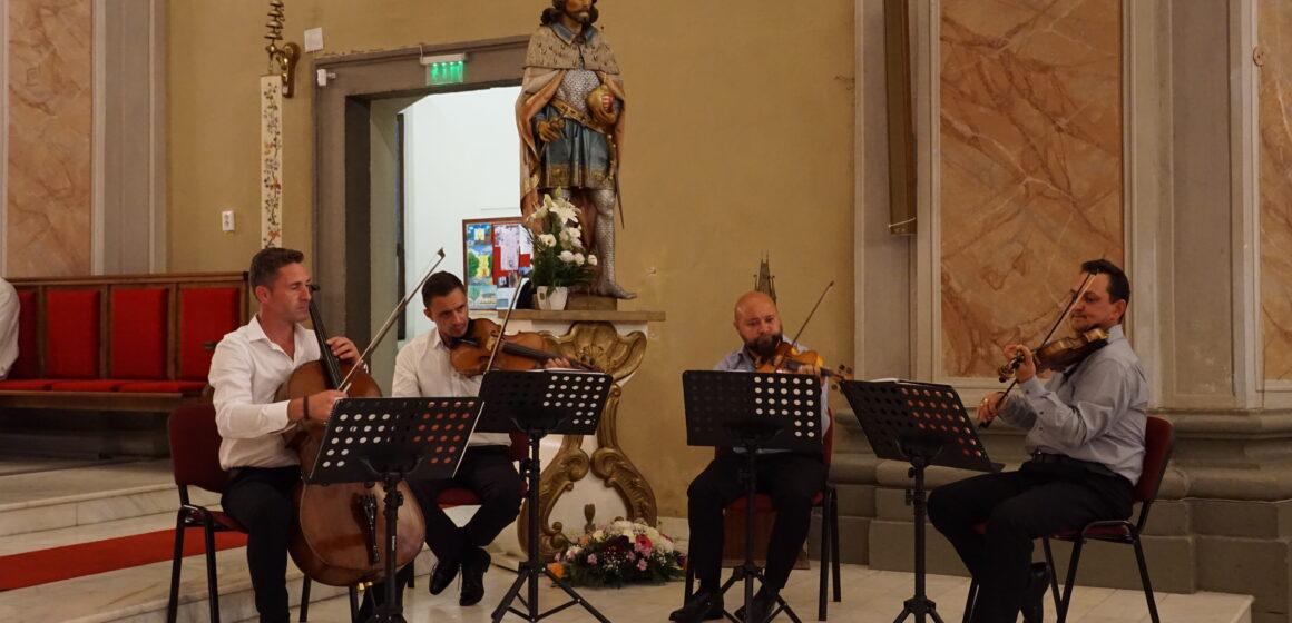 Video   Concertul Cvartetului Prof Cafe Strings la biserica Sfânta Treime din Baia Mare