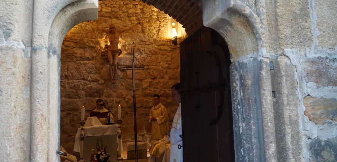 Foto   Liturghie la capela Turnului Sfântul Ștefan