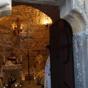 Foto | Liturghie la capela Turnului Sfântul Ștefan