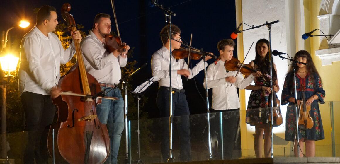 Video   Casa Muzicală – Spectacol de muzică populară oferită de formația Casei Teleki