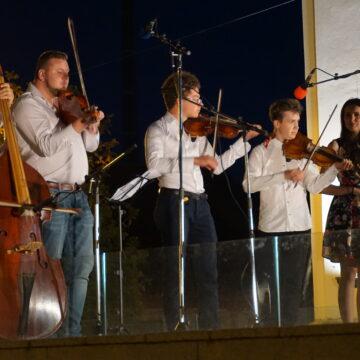 Video | Casa Muzicală – Spectacol de muzică populară oferită de formația Casei Teleki