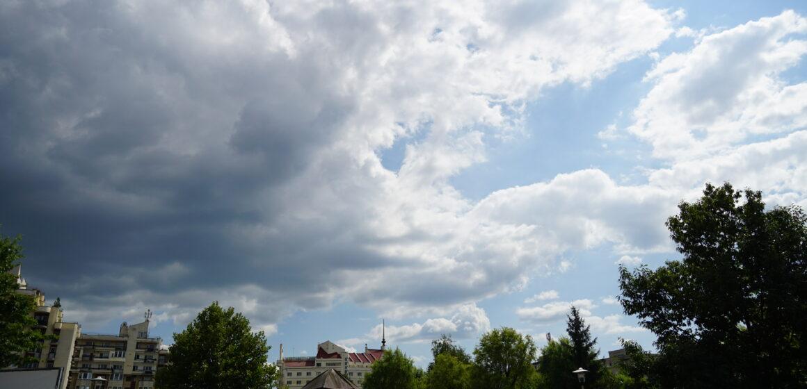 Instabilitate atmosferică și cantități de apă însemnate în următoarele zile