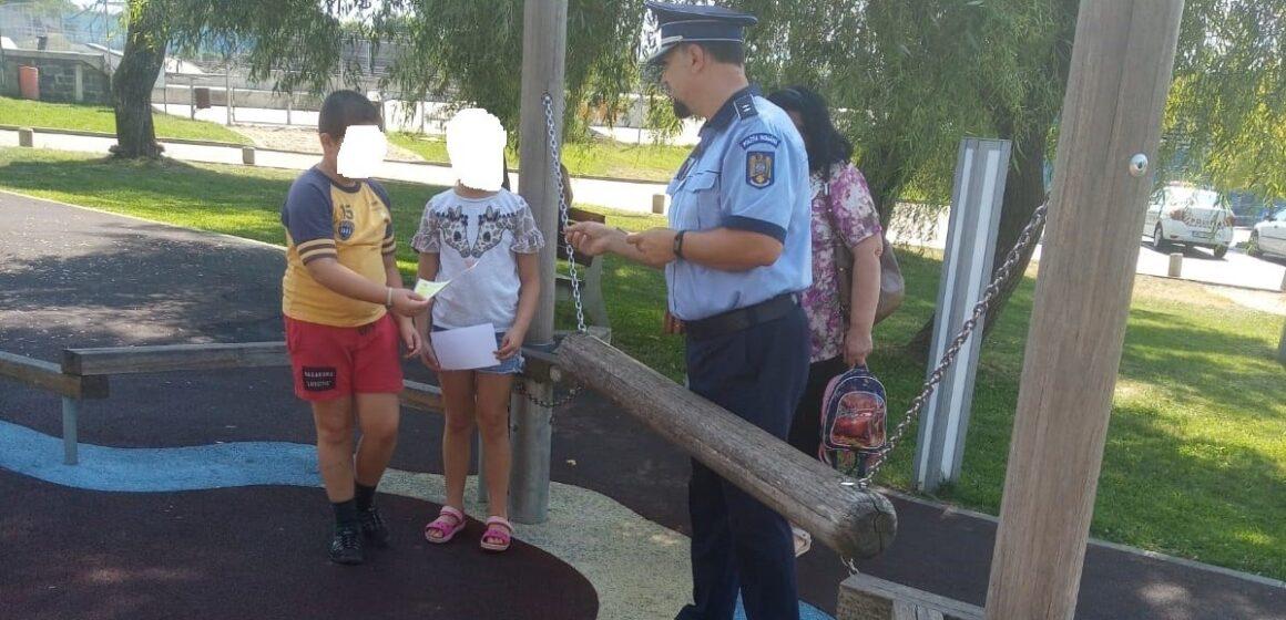 """Activitate preventiv-educativă pe linie rutieră derulată de polițiști în Parcul """"Regina Maria"""" din Baia Mare"""