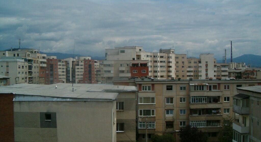 O femeie de 68 de ani din Baia Mare a decedat, după ce a căzut de la balcon