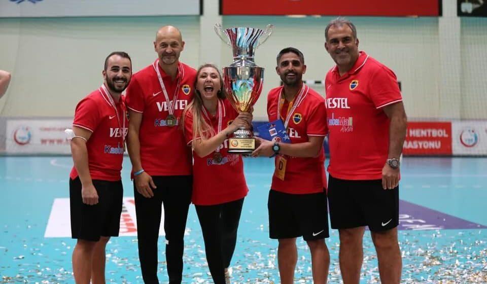 Video | Costică Buceschi, fostul antrenor al CS Minaur, la primul trofeu în Turcia. Va juca în Liga Campionilor