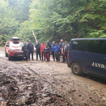 Rătăciți în pădure, au fost găsiți în scurt timp de jandarmi montani și salvamontiști