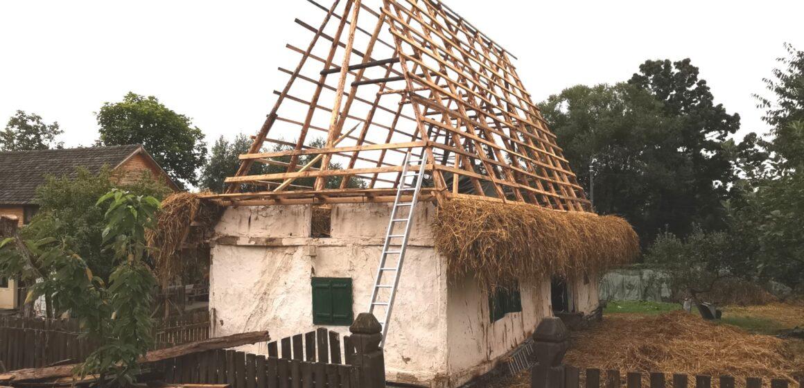 Video | Se fac lucrări de restaurare la Muzeul Satului din Baia Mare