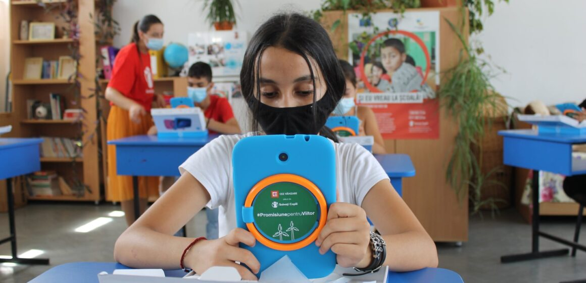 Copiii din comunităţile urbane defavorizate, cei mai dezavantajaţi de educaţia online